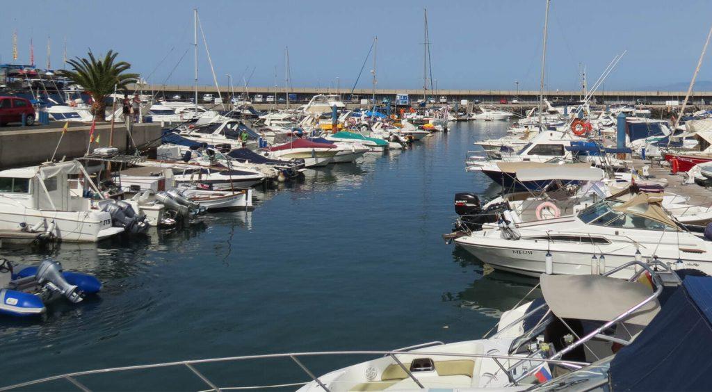 Der kleine Hafen an Teneriffas Küste.