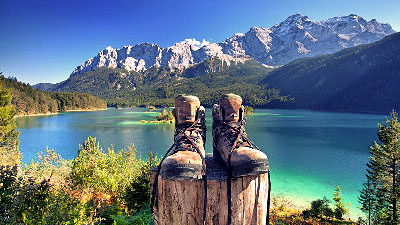 Der Eibsee gilt aufgrund seiner Lage und seines klaren Wassers als einer der schönsten Seen der bayerischen Alpen. (© Jenny Sturm – Fotolia.com)