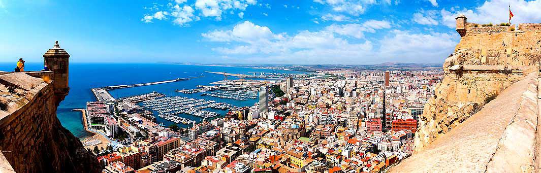 Blick vom Castilo Santa Barbara auf Alicante