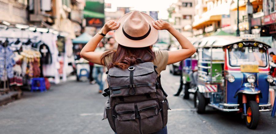 Die meisten Abenteuerreisen durch thailand beginnen in Khao San road in Bangkok in Thailand.